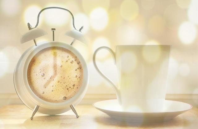 budík s kávou.jpg
