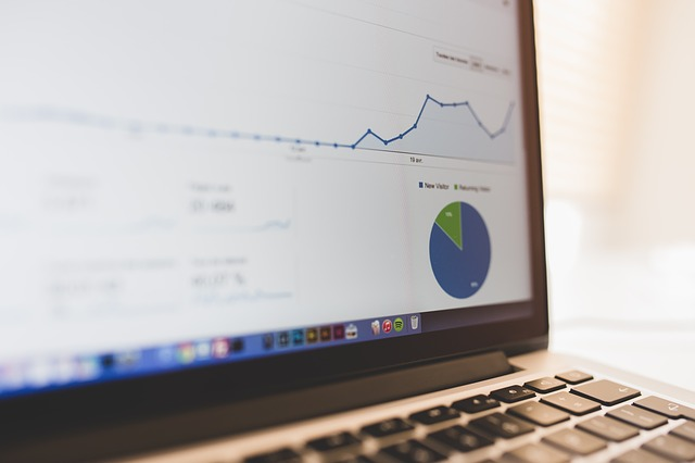 statistiky na monitoru