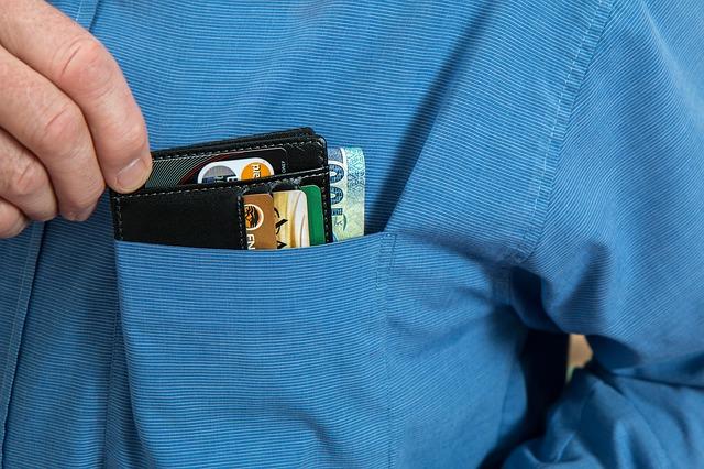 peněženka karta hotovost