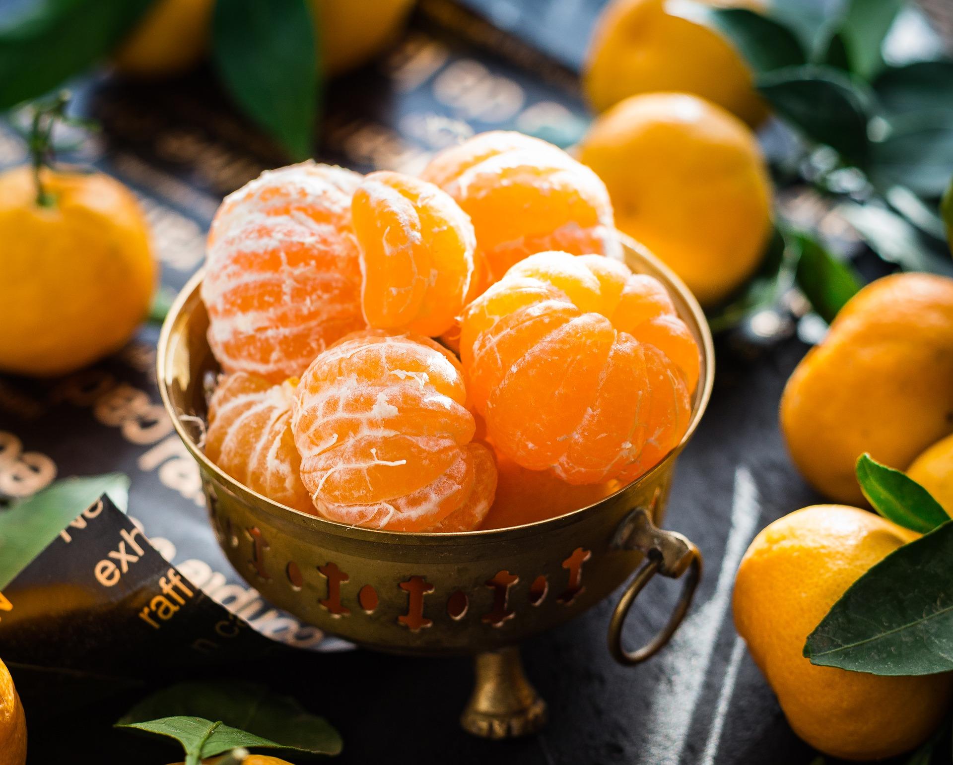 oloupané mandarinky v misce